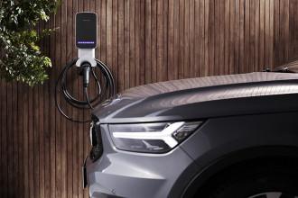 Volvo lança carregador Wallbox doméstico para veículos híbridos e elétricos