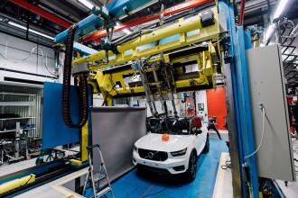 Volvo faz primeiro teste do mundo de colisão de capacete de ciclista