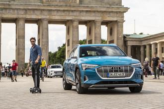 Audi apresenta conceito de patinete elétrico com quatro rodas