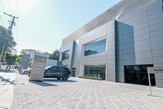 Jaguar Land Rover inaugura concessionária em São Paulo