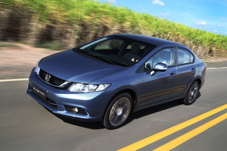 Civic 2015 com pequeno face-lift